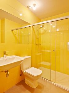 A bathroom at Hotel Restaurant Lotus Priorat