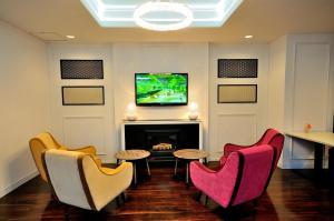 A seating area at Grand Park Hotel Panex Kimitsu