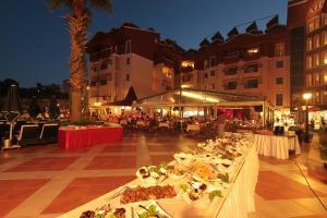 Een restaurant of ander eetgelegenheid bij Club Aida