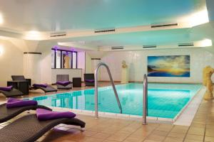 The swimming pool at or near Michel Hotel Wetzlar
