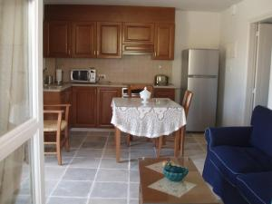 A kitchen or kitchenette at Aunt Maria's