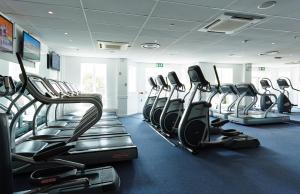 The fitness centre and/or fitness facilities at Tudor Park Marriott Hotel & Country Club