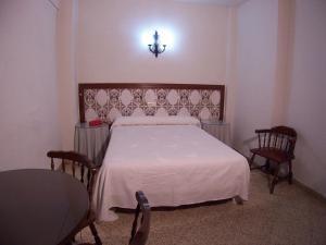 A bed or beds in a room at Pensión Eurosol