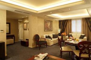 Un restaurante o sitio para comer en Theoxenia House Hotel