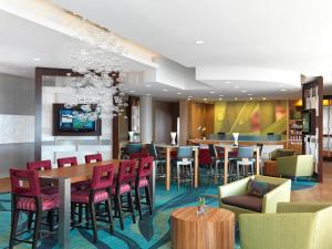 A restaurant or other place to eat at SpringHill Suites by Marriott Wichita Airport
