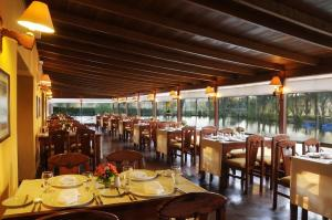 A restaurant or other place to eat at BTH Hotel Arequipa Lake