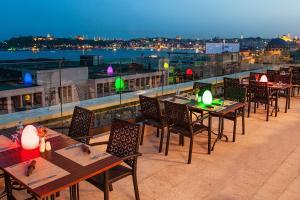 مطعم أو مكان آخر لتناول الطعام في فندق نيديا غالاتا بورت