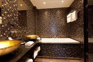 A bathroom at 't Goude Hooft