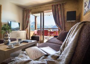 A seating area at CGH Résidences & Spas Le Lodge Hemera