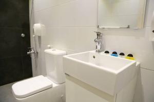 Um banheiro em Quiet Dreams - Al Murjan Branch
