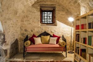 A seating area at Farm stay Il Borgo dell'Arcangelo