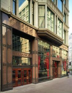 The facade or entrance of Staypineapple, An Iconic Hotel, The Loop