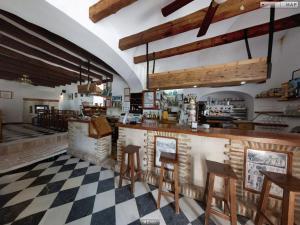 A restaurant or other place to eat at El Palomar de la Breña