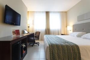 Cama ou camas em um quarto em Mercure Salvador Pituba