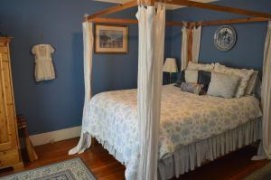 A bed or beds in a room at GlenMorey Country House