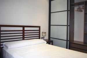 A bed or beds in a room at Apartamentos Turísticos Sagasta