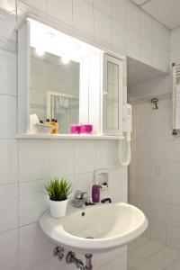 A bathroom at Hotel Villa San Lorenzo Maria