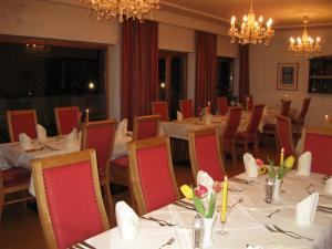 Ein Restaurant oder anderes Speiselokal in der Unterkunft Hotel Bellevue