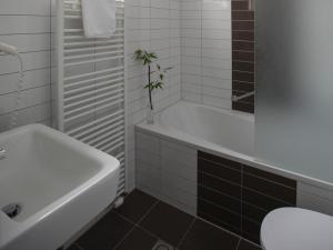 Een badkamer bij Zenzez Hotel & Lounge