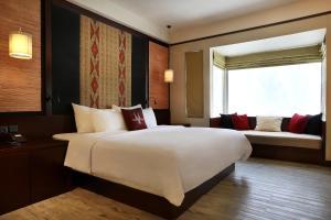 A bed or beds in a room at Novotel Lombok Resort & Villas