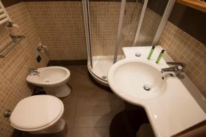 A bathroom at My Rooms