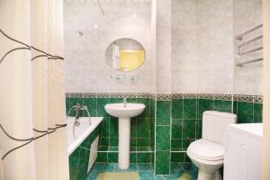 Ванная комната в Standard Brusnika Apartment Kantemirovskaia