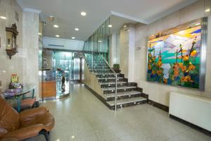 The lobby or reception area at Hotel Reyes Catolicos