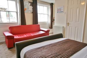 A seating area at Central Hotel Cheltenham by Roomsbooked