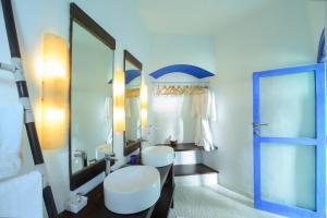 A bathroom at Nilaya Hermitage