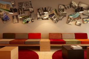 A seating area at Hotel Stachus
