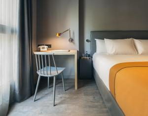 A bed or beds in a room at Yurbban Trafalgar Hotel