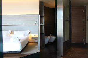 A bathroom at B Hotel