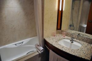 Un baño de Mercure Andorra