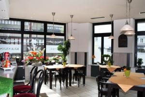 A restaurant or other place to eat at Hotel Klenkes am Bahnhof