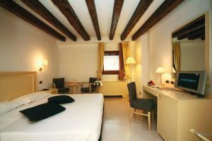 Télévision ou salle de divertissement dans l'établissement Hotel Giudecca Venezia