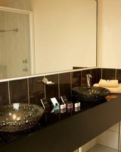 A bathroom at Kununurra Country Club Resort
