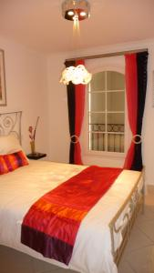 A bed or beds in a room at Villa Aigues Mortes