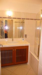 A bathroom at Villa Aigues Mortes