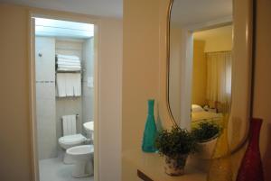 A bathroom at San Marco Hotel