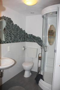 A bathroom at Am Rübenkeller