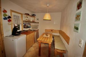 A kitchen or kitchenette at Am Rübenkeller