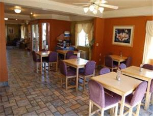 A restaurant or other place to eat at Travelodge by Wyndham Ukiah