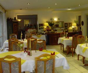 A restaurant or other place to eat at Hotel Papilio
