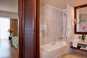 A bathroom at Kontokali Bay Resort & Spa
