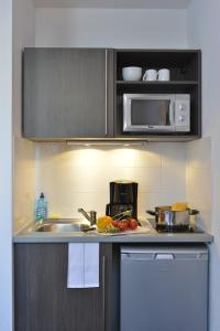 A kitchen or kitchenette at Aparthotel Adagio Access Toulouse St Cyprien