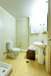 A bathroom at Nea Metropolis