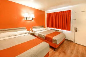 A bed or beds in a room at Motel 6-Huntsville, TX