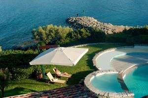 A view of the pool at Hotel Palumbalza Porto Rotondo or nearby