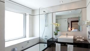 A bathroom at Hotel Andalucía Center