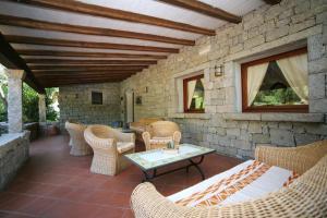 A seating area at Hotel Palumbalza Porto Rotondo